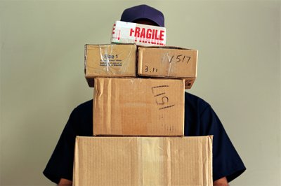 Таможня начала задерживать идущие в Сибирь посылки из зарубежных интернет-магазинов