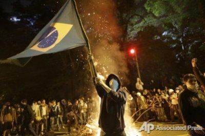 В Бразилии прошли акции протеста против проведения в стране чемпионата мира по футболу.