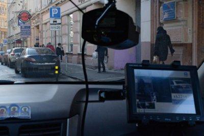 Россиян стали втрое реже штрафовать за неправильную парковку