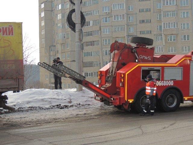 В Чебоксарах приступили к эвакуации бесхозного большегрузного автотранспорта