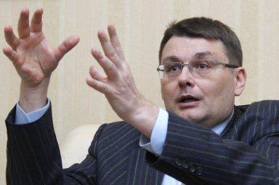 Евгений Федоров(мастер фигурной речи у себя в офисе) не смог ответить за наколочку и убежал с телепрограммы.