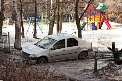 За неправильную парковку в марте оштрафовано более 100 водителей