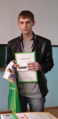 Победитель ИТ-олимпиады протестирует 4G-модем «МегаФона» в Алатыре
