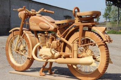 Мотоцикл ИЖ-49 из дерева