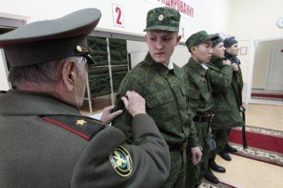 Путин разрешил призывникам выбирать способ службы в армии