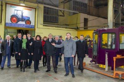 Министр сельского хозяйства России Николай Федоров посетил предприятия концерна «Тракторные заводы» в Чувашии.