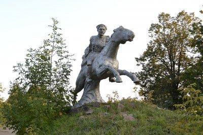 В Донецкой области памятник Чапаеву переименовали в памятник казаку