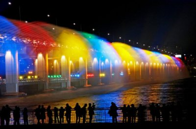 Банпо - мост-фонтан в Сеуле.