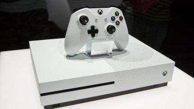 Xbox One S поступит в продажу в августе этого года по цене 300 долларов