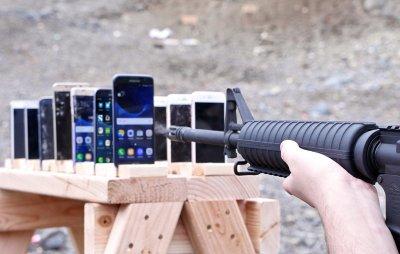 Cколько смартфонов нужно, чтобы остановить пулю