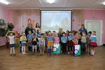 «МегаФон» передал чебоксарским дошкольникам с нарушениями зрения развивающие книги