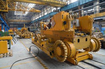 С нового конвейера Челябинского тракторного завода сошли первые машины