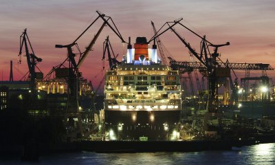 За 10 лет судостроительные заводы построили 250 боевых и 400 гражданских кораблей