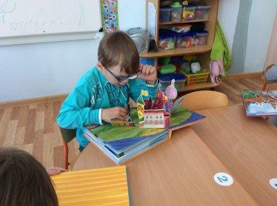 МегаФон подарил уникальные рельефные книжки чебоксарским дошкольникам с нарушениями зрения