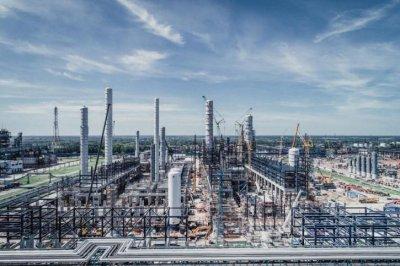 На Омском нефтезаводе монтируют новое российское оборудование гидроочистки дизельного топлива