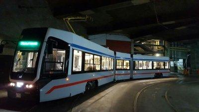 В Санкт-Петербурге представили новый низкопольный трамвайный вагон «Челябинский метеор»