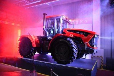 В России запустили в производство трактор К-7 нового поколения