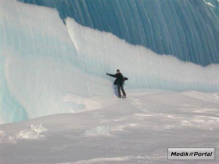 Говорят, что вроде как это замёрзшая волна...